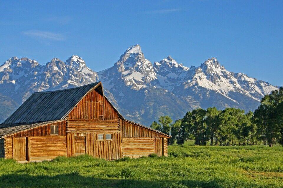 Hütte vor den Grand Tetons in Wyoming