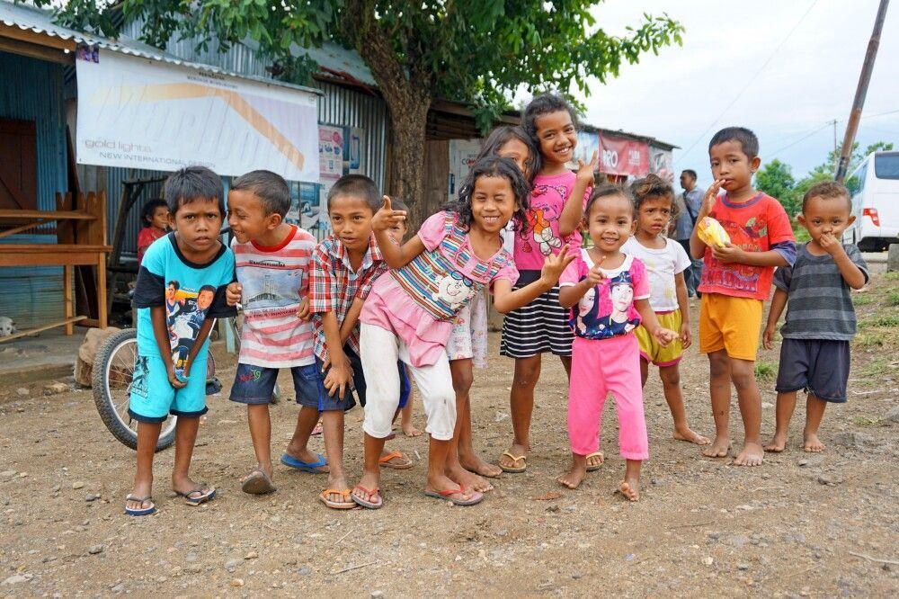 Kinder in Labuhan Bajo