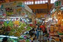 Unterwegs im berühmten Ben-Thanh-Markt in Saigon