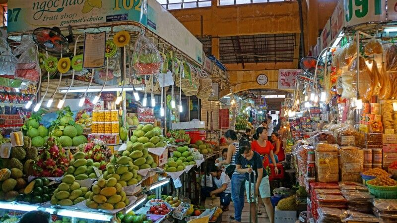 Unterwegs im ber�hmten Ben-Thanh-Markt in Saigon © Diamir