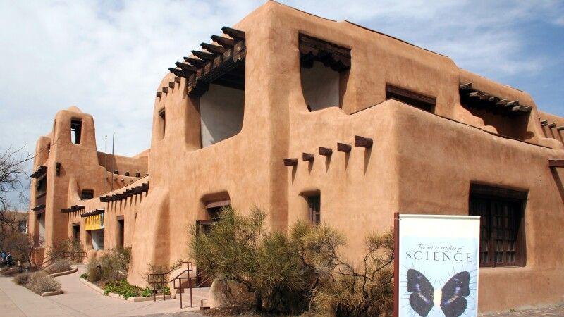 Typisches Adobe-Gebäude in Santa Fe © Diamir