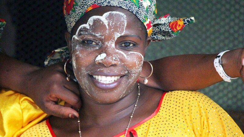 Tufo-Tänzerin in Mafalala, Maputo © Diamir