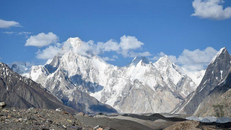 Blick zu den Gipfeln Gasherbrum IV bis VII. © Diamir