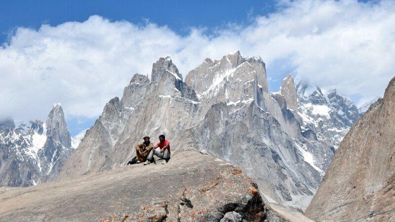 Gemütliche Pause während des Karakorum-Trekkings. © Diamir