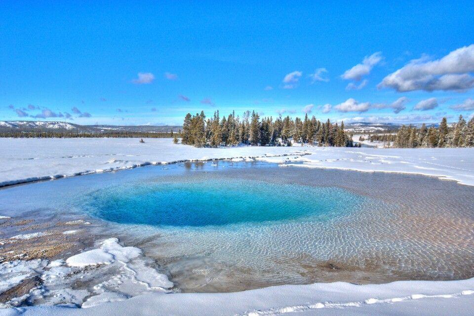 Heiße Quelle im Yellowstone NP im Winter