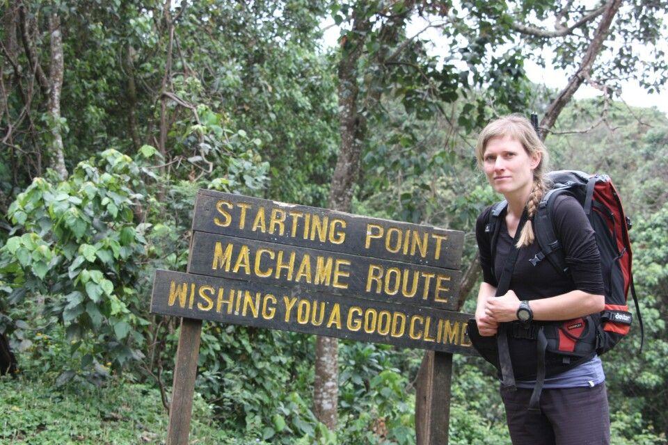Reiseleiterin Marianne Nimsch am Ausgangspunkt der Route.