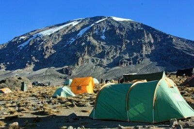 Blick zum Kilimanjaro vom Karanga Camp (4030 m).