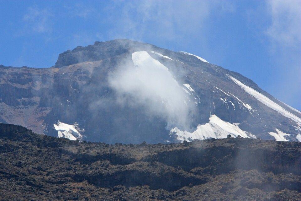 In der Ferne sieht man schon das Ziel, den Kilimanjaro.