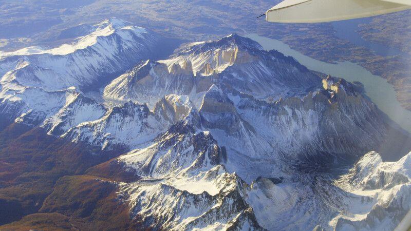 Überflug über das beeindruckende Paine-Massiv © Diamir