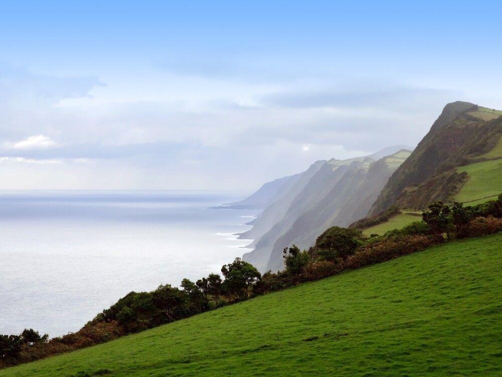 Die schroffe Nordküste von Sao Jorge