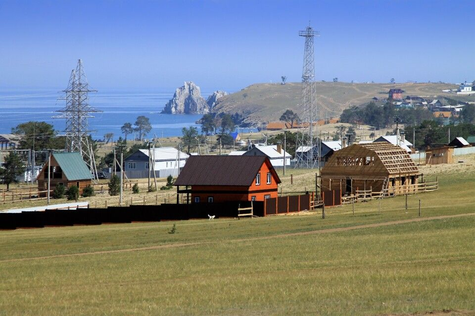 Dorf am Ufer des Baikal