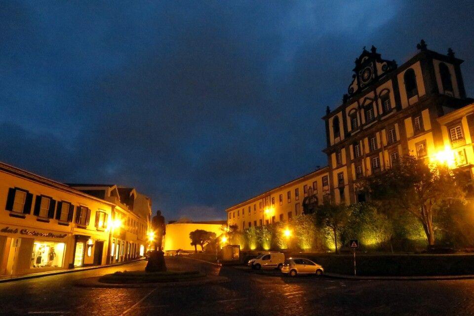 Horta bei Nacht