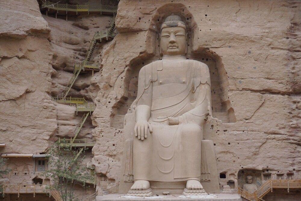 Große Buddha-Statue in den Bingling-Grotten bei Lanzhou