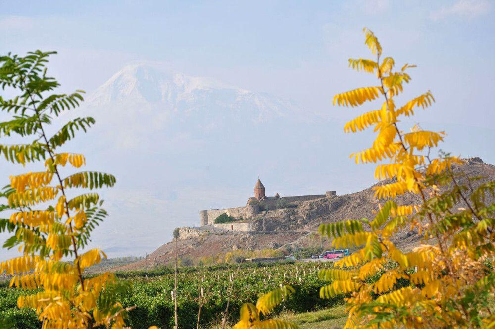 ChorVirap Kloster mit Ararat im Hintergrund