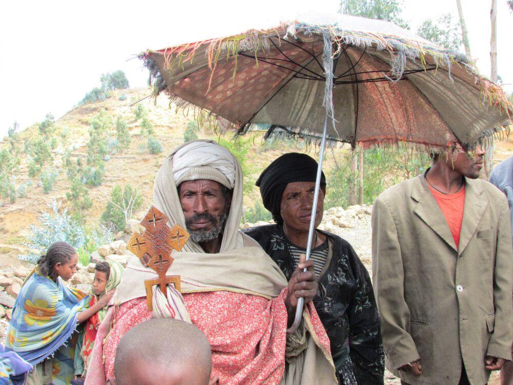 Priester auf dem Weg nach Gondar