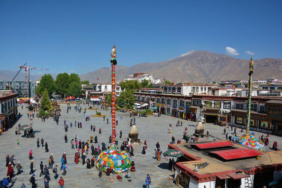 Blick auf die Altstadt von Lhasa mit dem Potala Palast