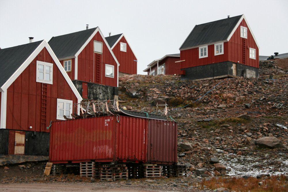 Kleine Häusergruppe in Ittoqqortoormiit