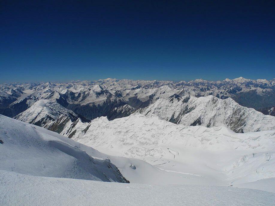 Kurz unterhalb des Gipfels: Blick bis nach Tadschikistan.
