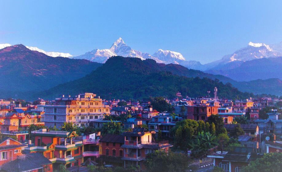 Sonnenaufgang auf der Terrasse des Milarepa Hotels in Pokhara