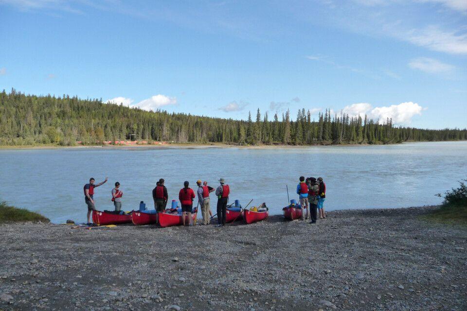 Startklar für die Kanutour auf dem Athabasca River