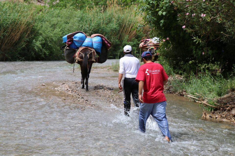 Teilweise geht es über mehrere Kilometer durch den Fluss