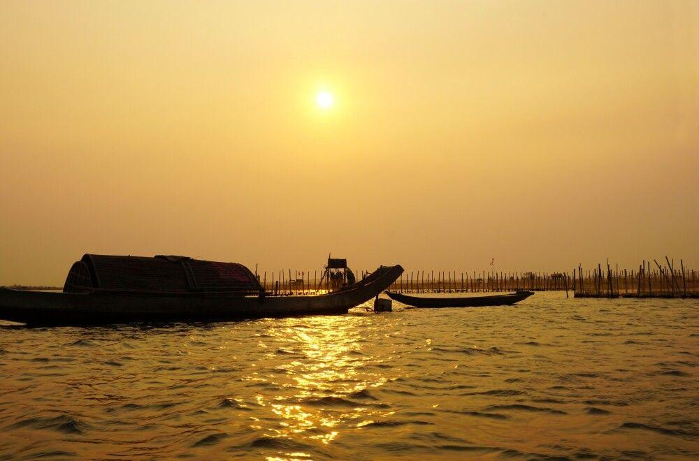malerischer Sonnenuntergang auf dem Mekong