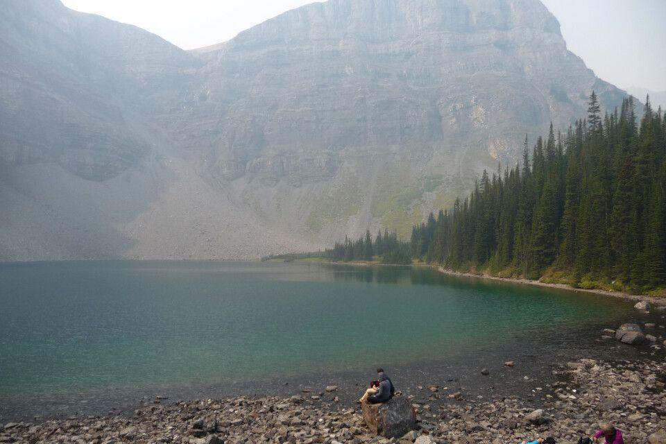 Bourgeau Lake in den Bergen des Banff-Nationalparks