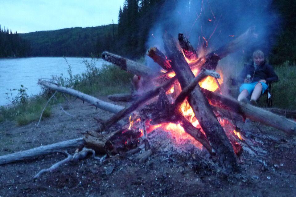 Ein großes Lagerfeuer gehört natürlich dazu