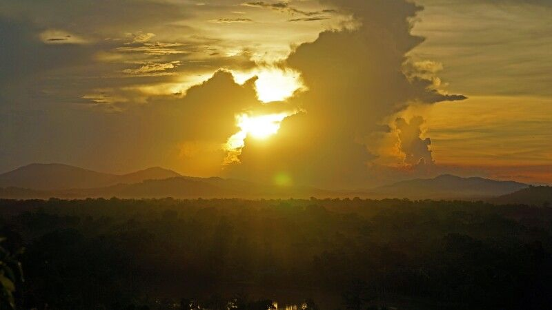 Sonnenuntergang in der Sepik-Ebene © Diamir