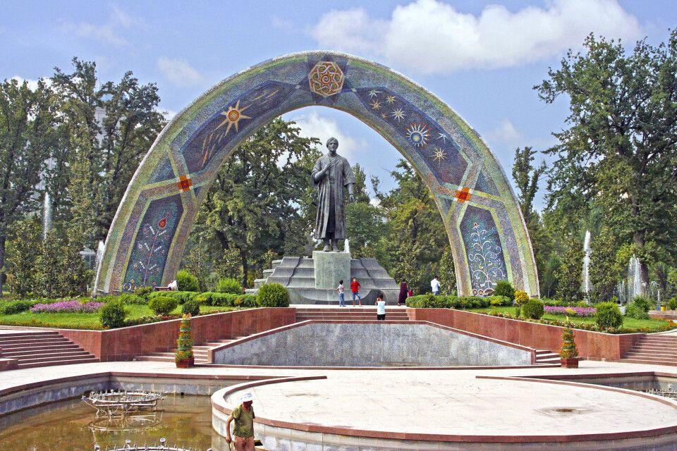 Das Rudaki Denkmal in der Hauptstadt Duschanbe.