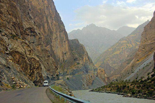 Entlang der tadschikisch-afghanischen Grenze nach Kalaikum.