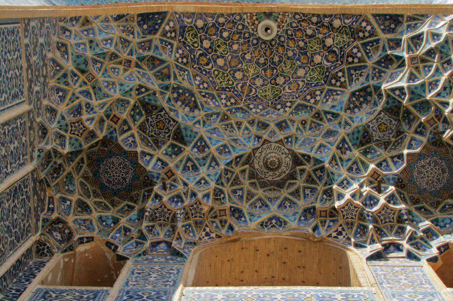 Yazd, Jame-Moschee: Muqarna über Portal