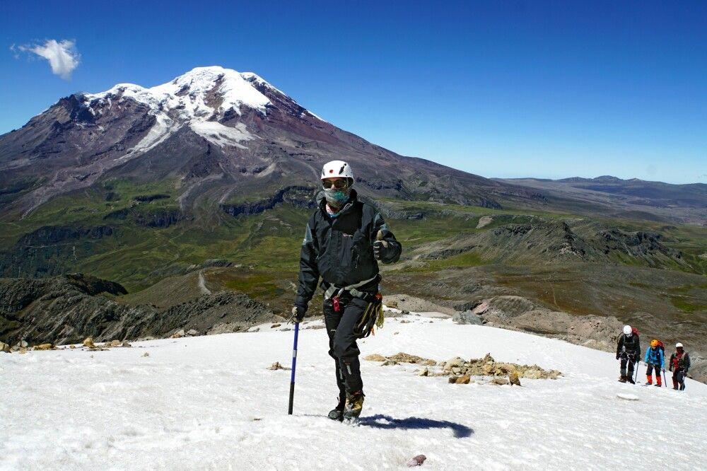 Auf dem Gletscher am Carihuayrazo mit Blick zum Chimborazo