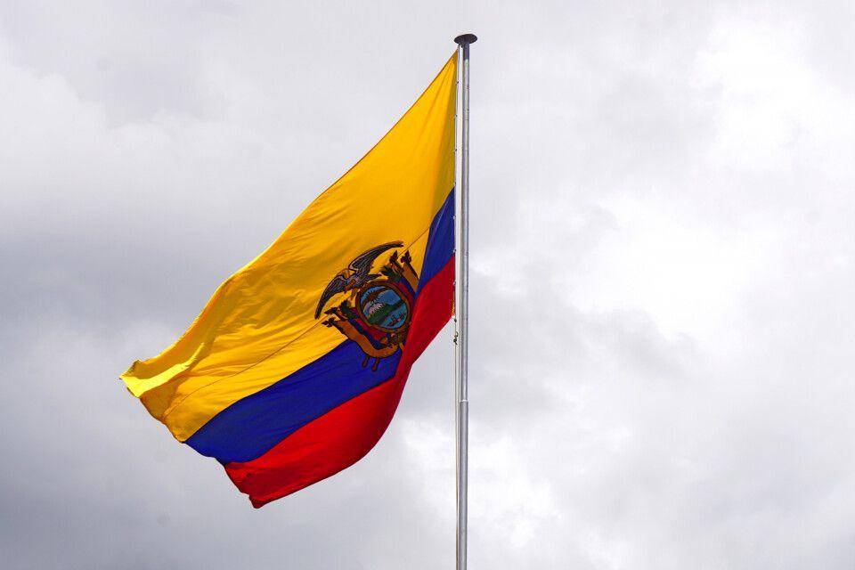 Die ecuadorianische Flagge auf dem Präsidentenpalast in Quito
