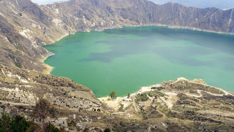 Die Laguna Quilotoa wechselt je nach Sonnenstand ihr Farbe © Diamir