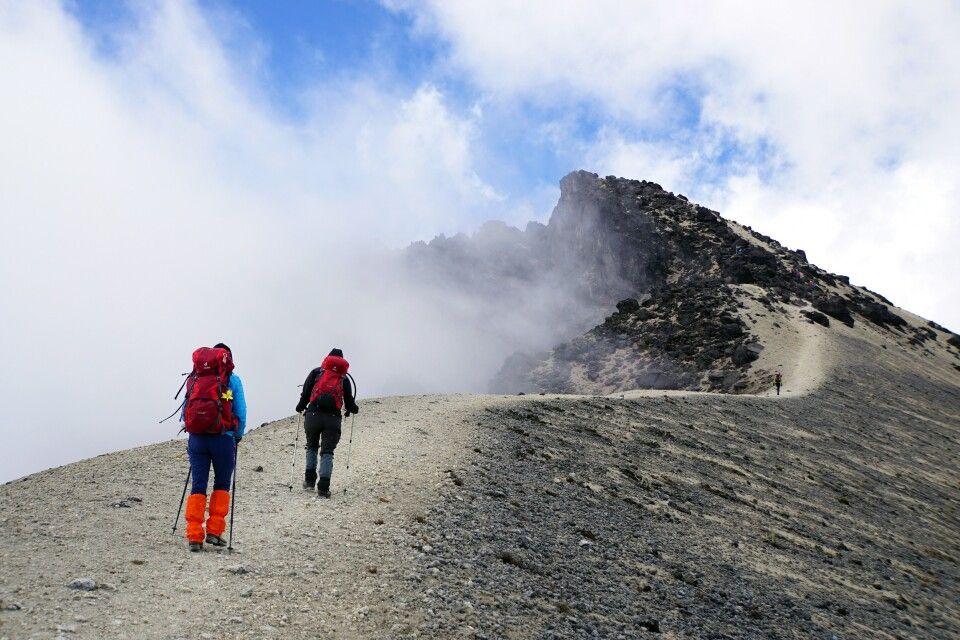 Am Guagua Pichincha entlang des Randes der Caldera zum Gipfel