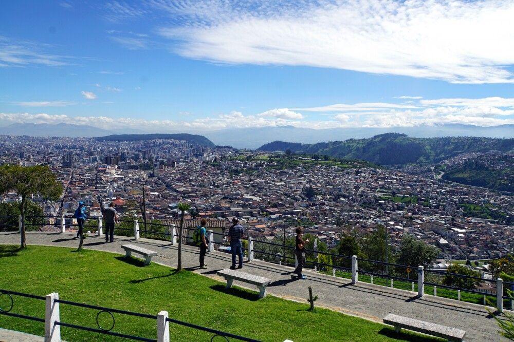 Auf dem El Panecillo liegt einem Quito zu Füßen