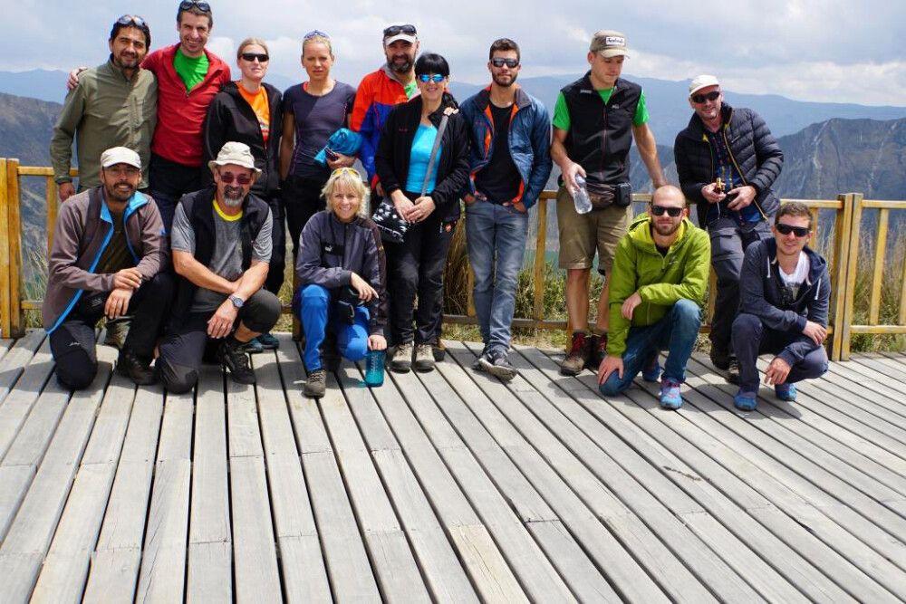 Am Ausichtspunkt der Laguna Quilotoa in die man auch 370 Hm absteigen kann