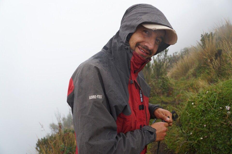 Reiseleiter und Bergführer Marcelo bleibt auch in miesem Wetter ausgeglichen und gut gelaunt