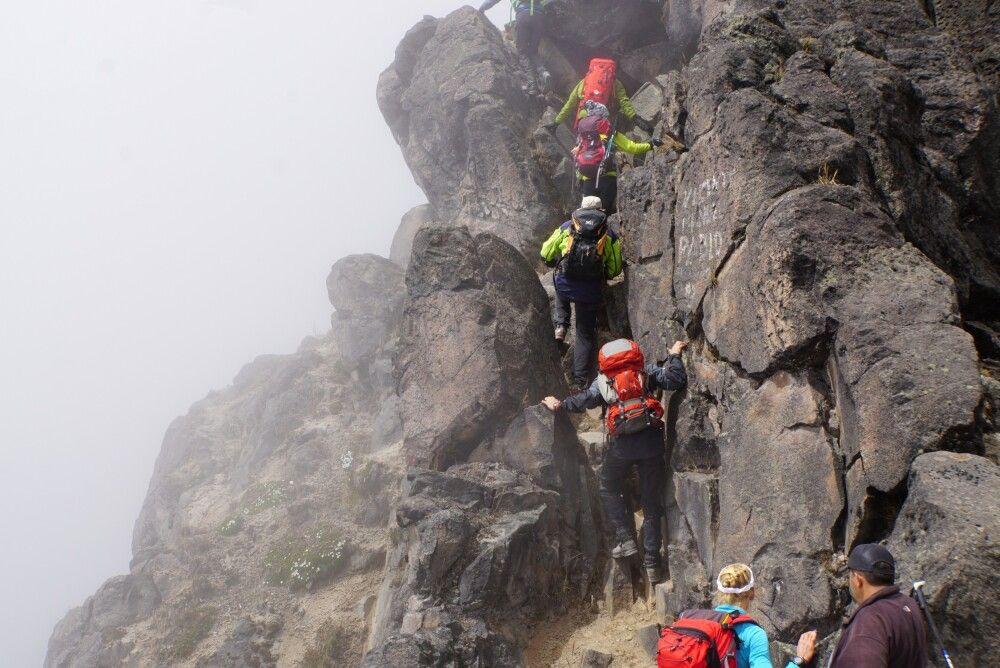 Kurze Kletterstelle unterm Gipfel des Guagua Pichincha (4776m)