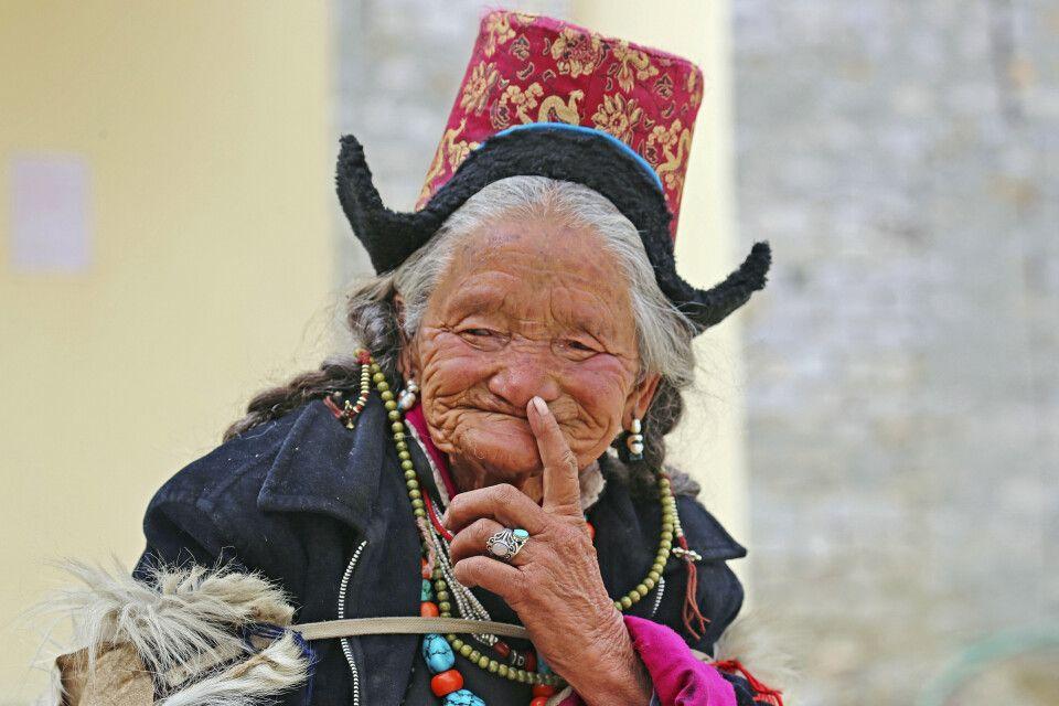 Traditionell gekleidete Ladakhi