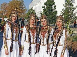 Turkmenische Trachten