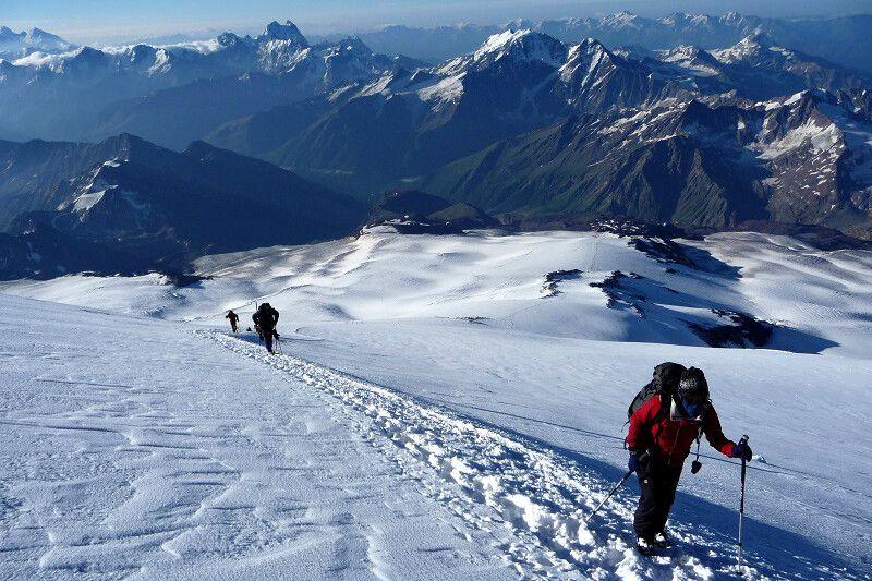 Aber der Blick auf all die anderen tollen Berge spornt kräftig an!