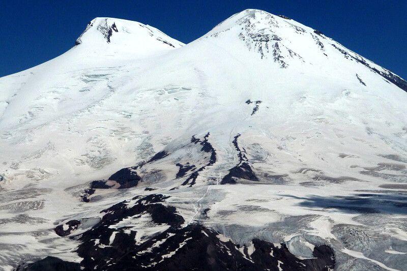 Unser Berg! Und der lange Aufstieg am Gipfeltag ist auch schon gut erkennbar.
