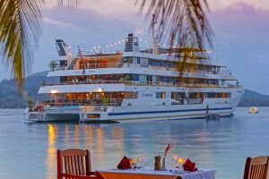 Romantisches Dinner am Strand mit der MV Fiji Princess