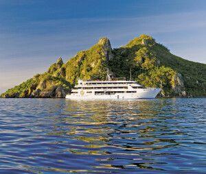 Die MV Fiji Princess kreuzt in den Yasavas