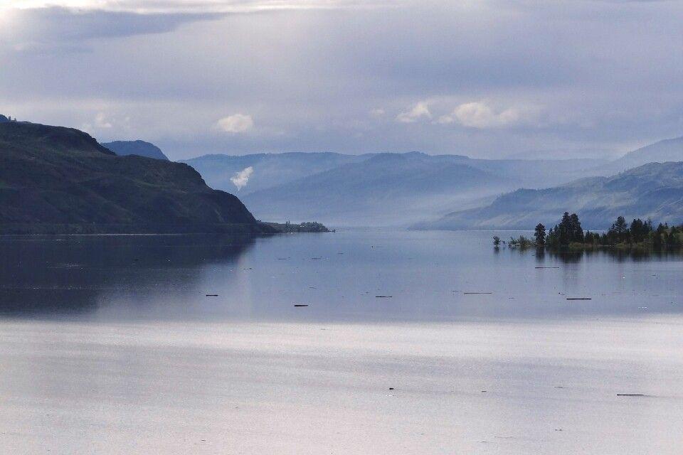 Fahrt entlang des Kamloops Lake