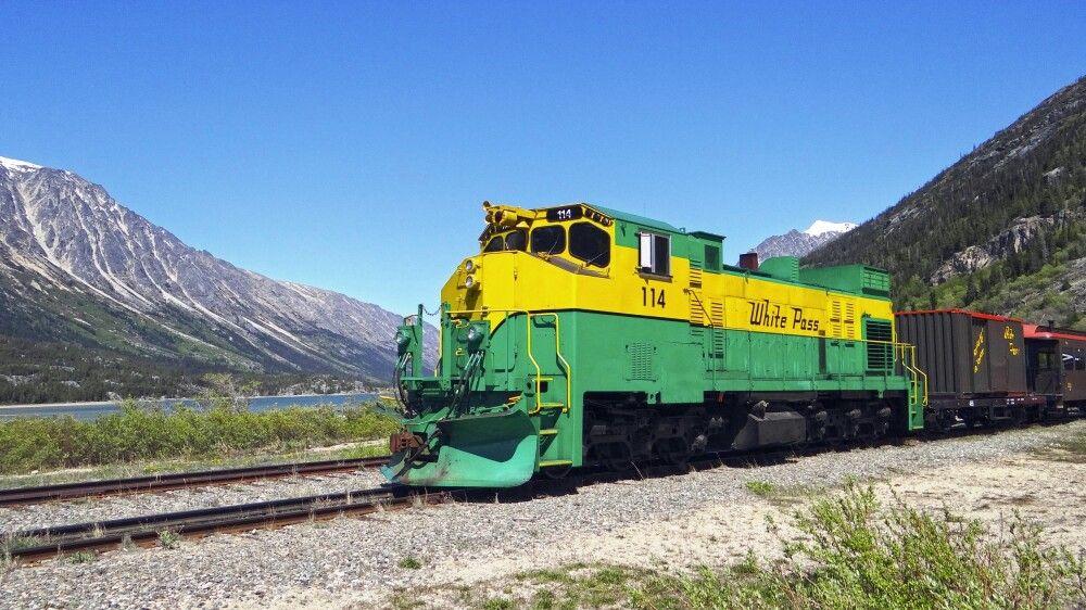 Mit dem Zug geht es Richtung Alaska