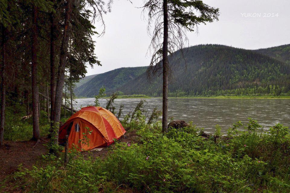 Zelten inmitten der Wildnis