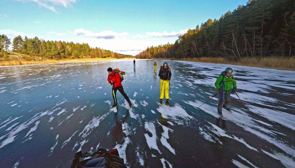 Schlittschuhlaufen auf einem schwedischen Fluss